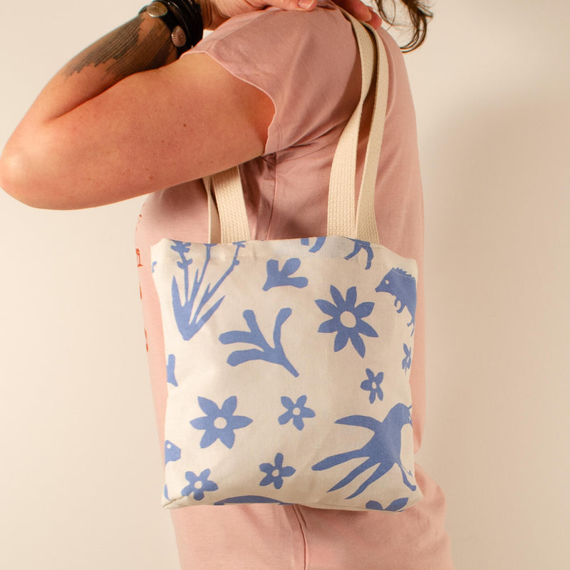 Kei & Molly Mini Tote Bag with Buffalo & Friends Design in Sky Blue