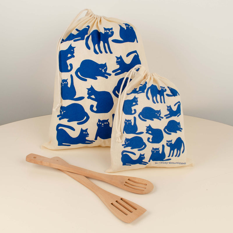 Kei & Molly Reusable Cloth Bag Set in Cats Design in Marine Blue with Props
