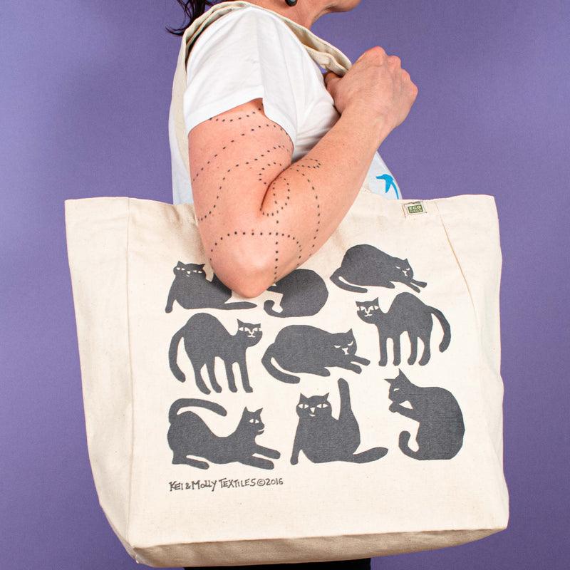 Kei & Molly Tote Bag with Cats Design in Grey Held by Model