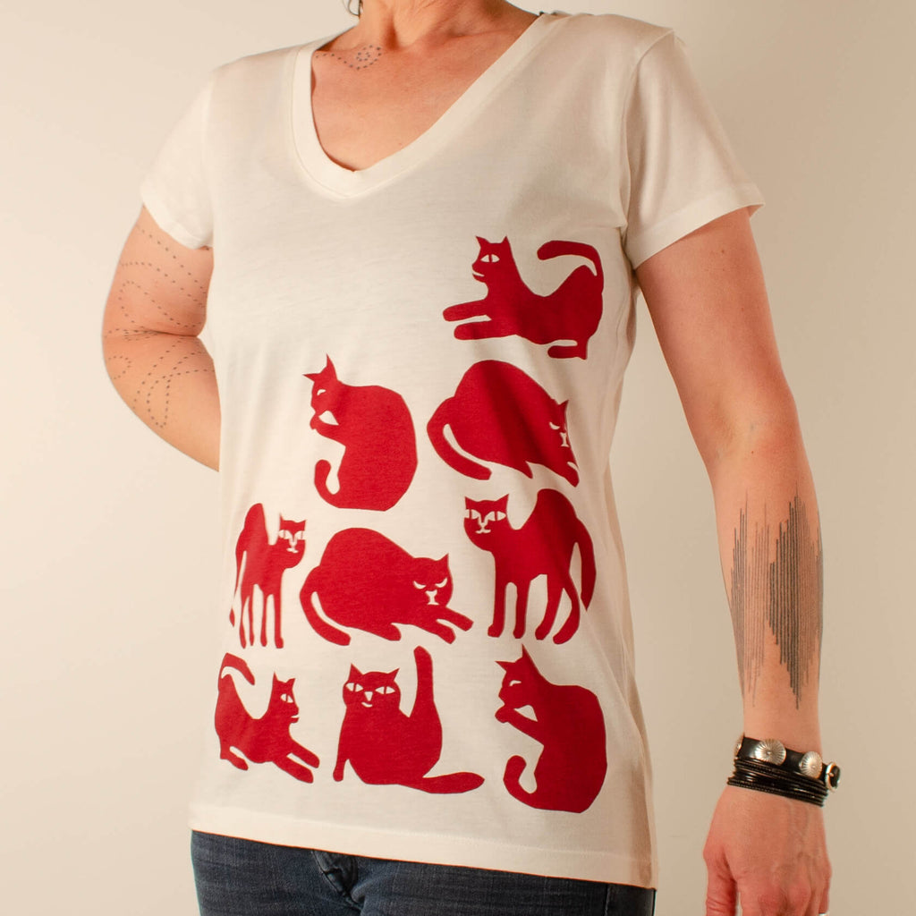 Kei & Molly V-Neck T-shirt in Cat Design Full View
