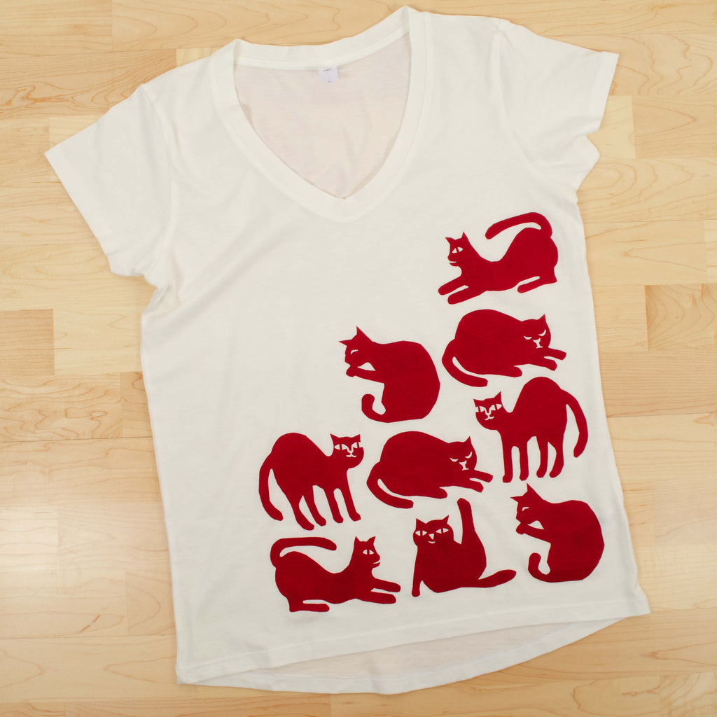 Kei & Molly V-Neck T-shirt in Cat Design Flat View