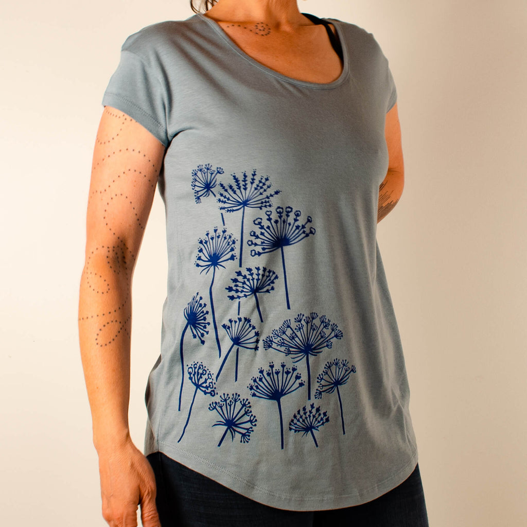 Kei & Molly Scoop Neck T-Shirt with Queen Anne's Lace Design Full View