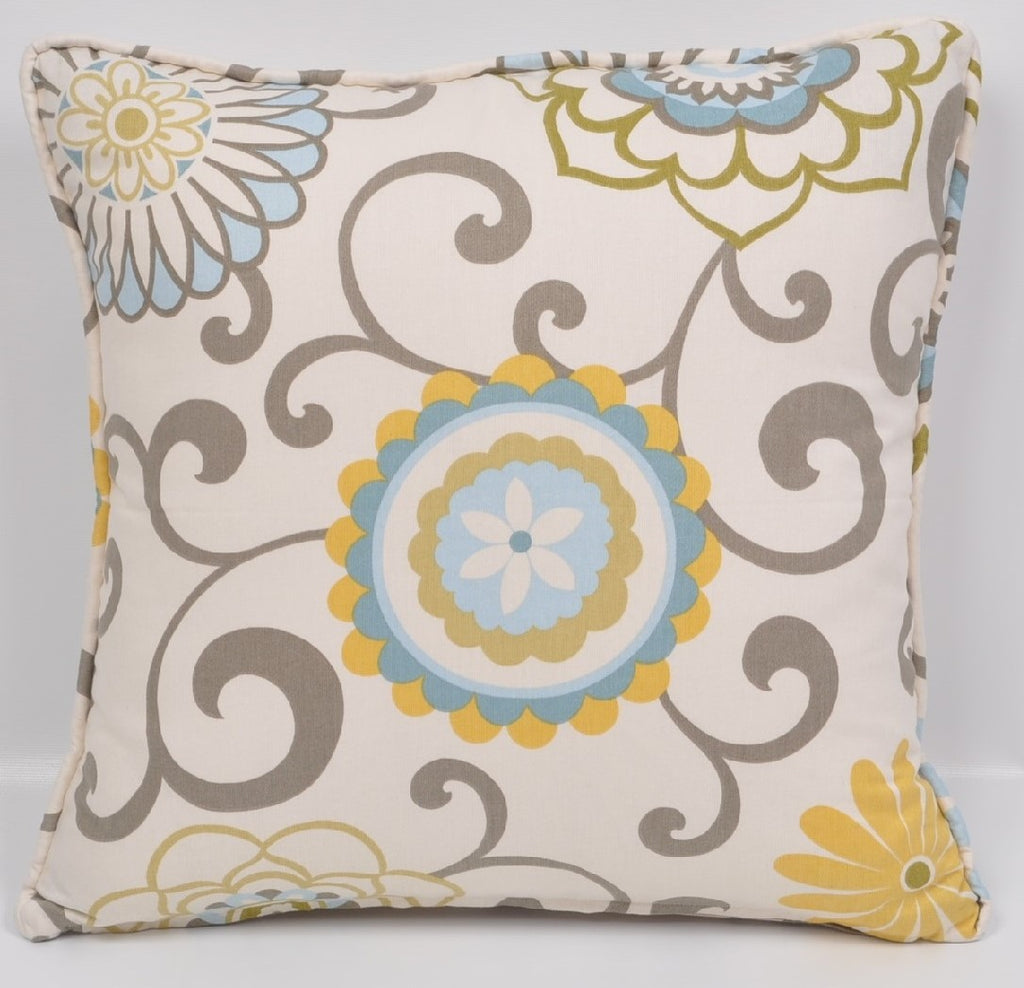 The Madison Collections: Pom Pom Pillow Cover