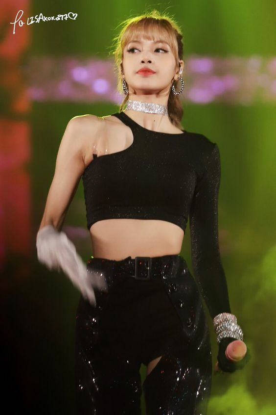 Lisa Blackpink stage outfit