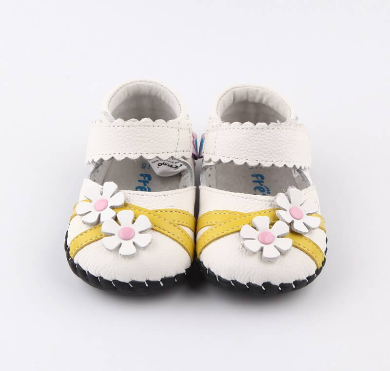 White leather baby girl mary jane shoes yellow stripes and daisy flowers front view