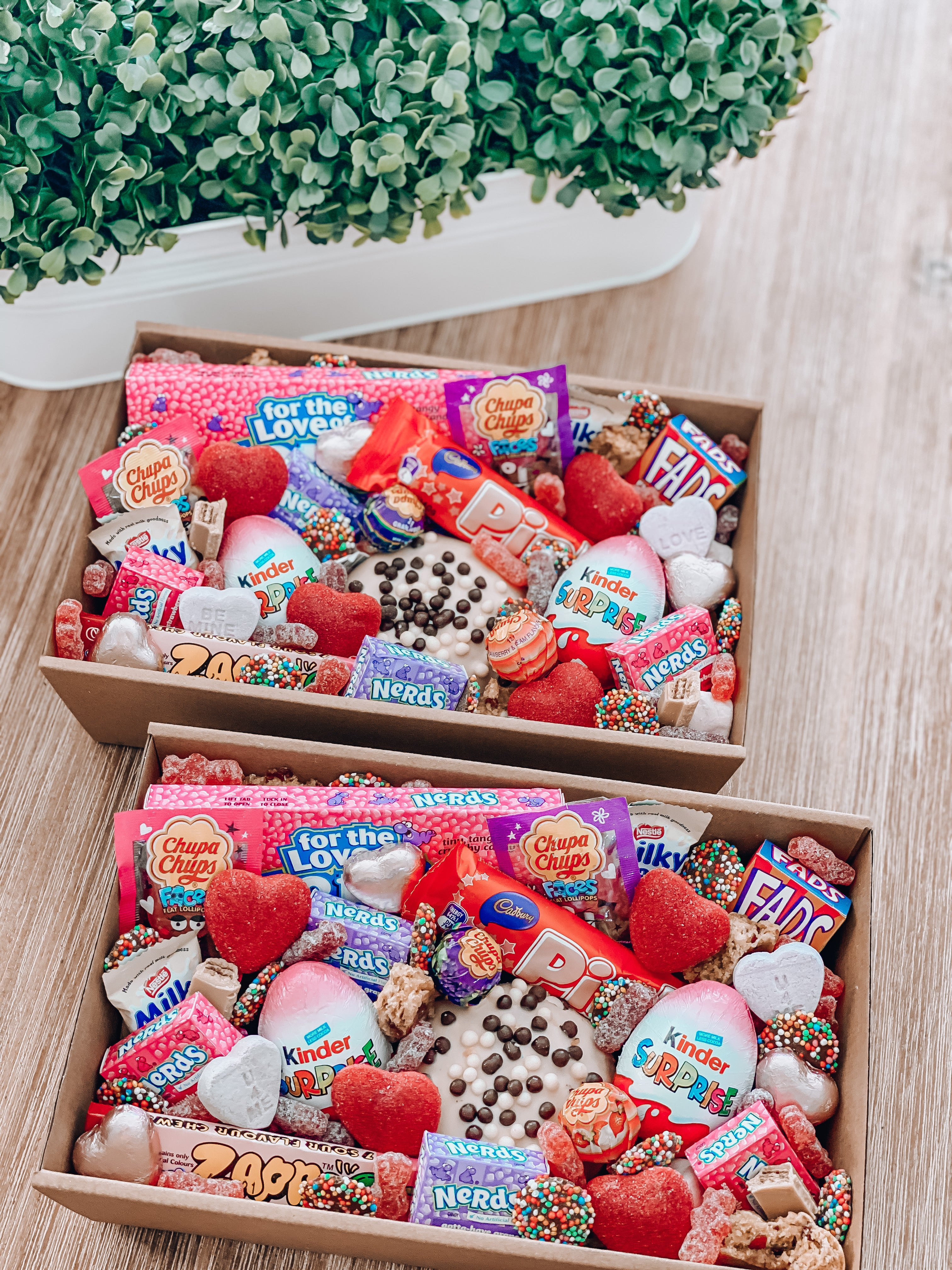 Load image into Gallery viewer, Girly girls - Sugar Coat It - Perth Dessert Boxes