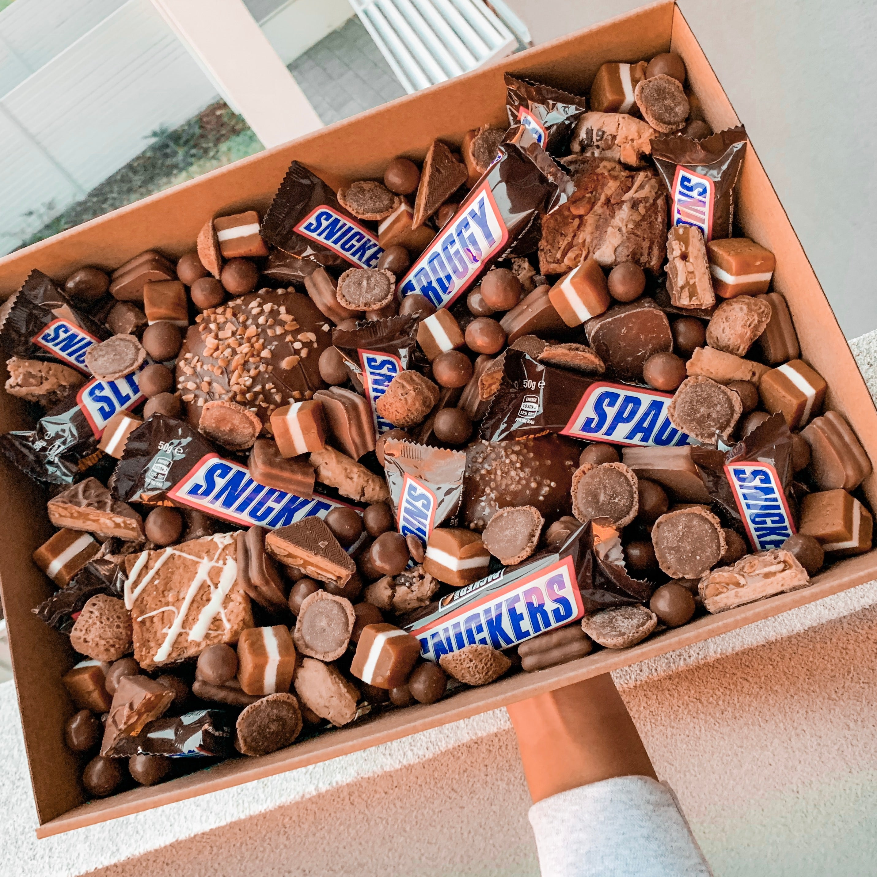 Load image into Gallery viewer, Medium Snickers box - Sugar Coat It - Perth Dessert Boxes