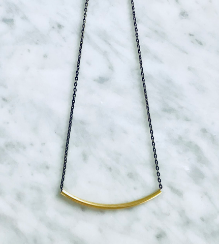 ALICE CURVED NOODLE NECKLACE