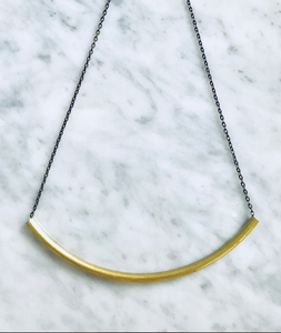 LILA BRASS CURVED NECKLACE