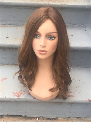 20'' Wavy Light Brown/Dark Blonde Famous Maker Wig 2159/NO TAG