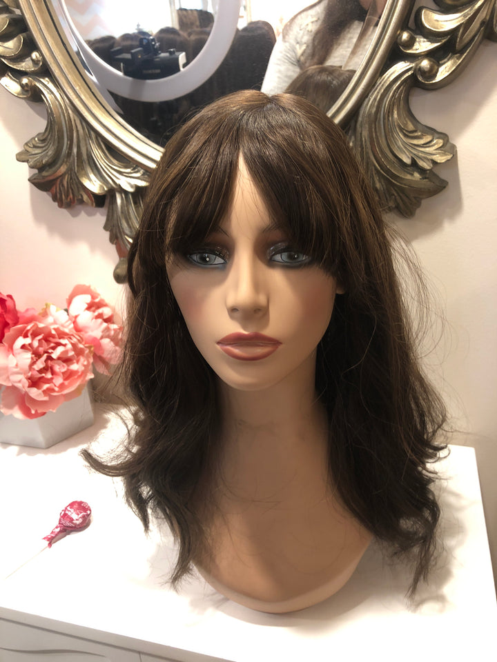 19'' Wavy Brunette Famous Maker Wig 2114/NO TAG
