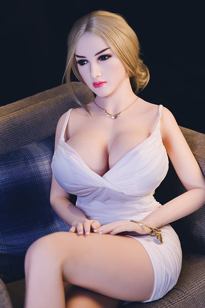 Marion: Blonde Petite Sex Doll assise