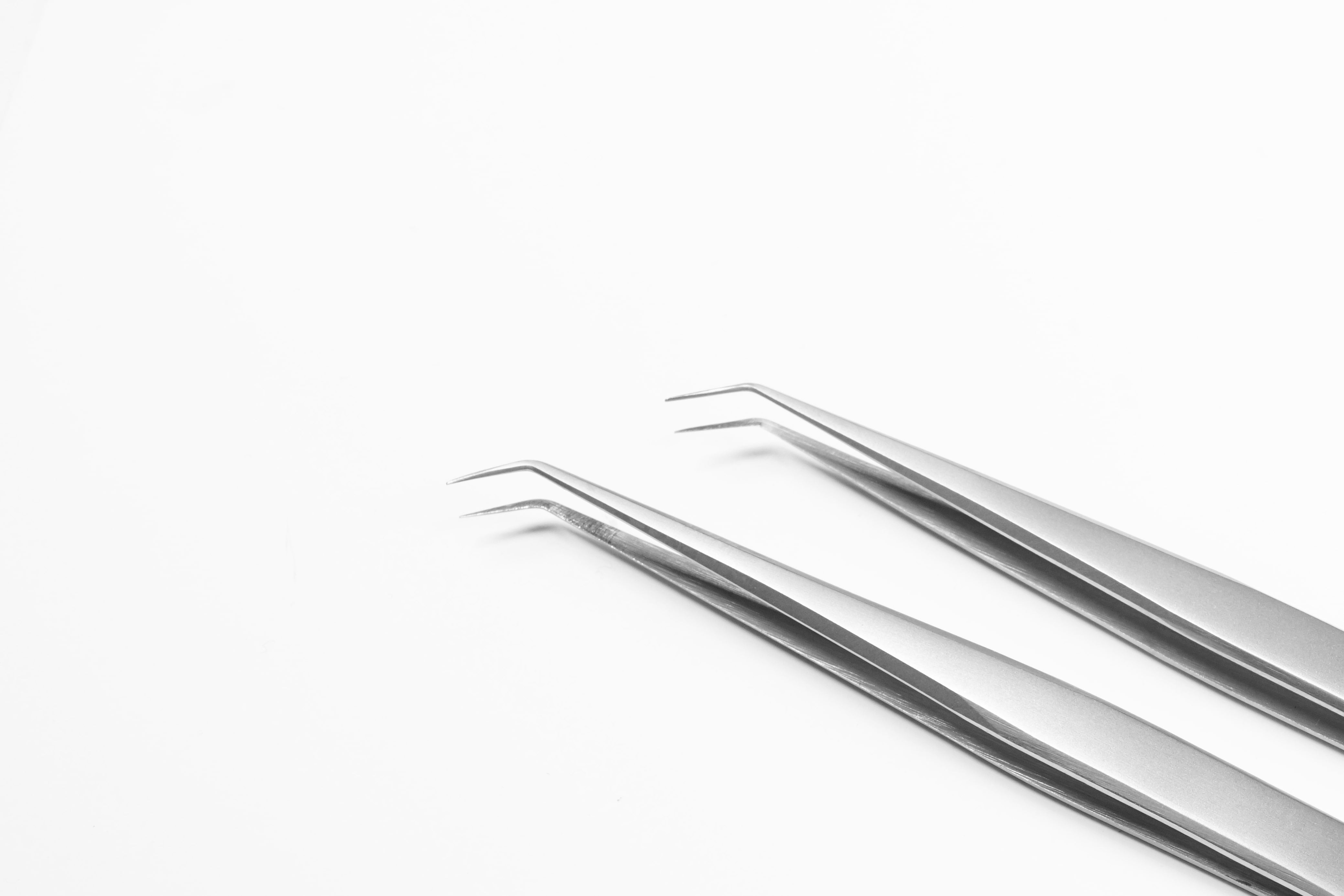 Lavere Essential Collection - Skinny Precision Tweezer