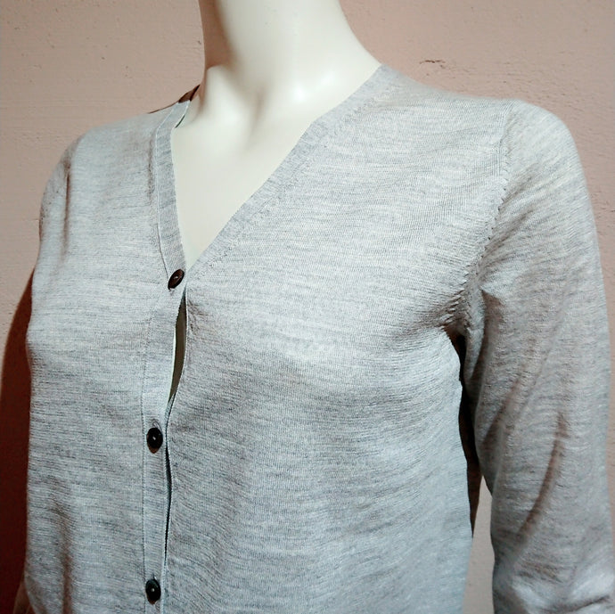 V-neck cardigan (the precious yarn is created by Fibre Nobili in Italy) - boutique-hanaya