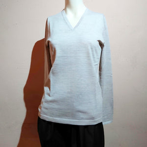 V-neck Sweater (the precious yarn is created by Fibre Nobili in Italy) - boutique-hanaya