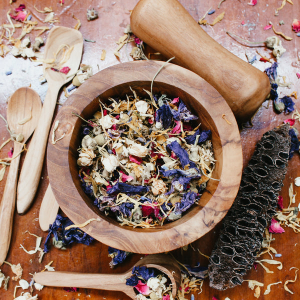 dried flower mix with spoon