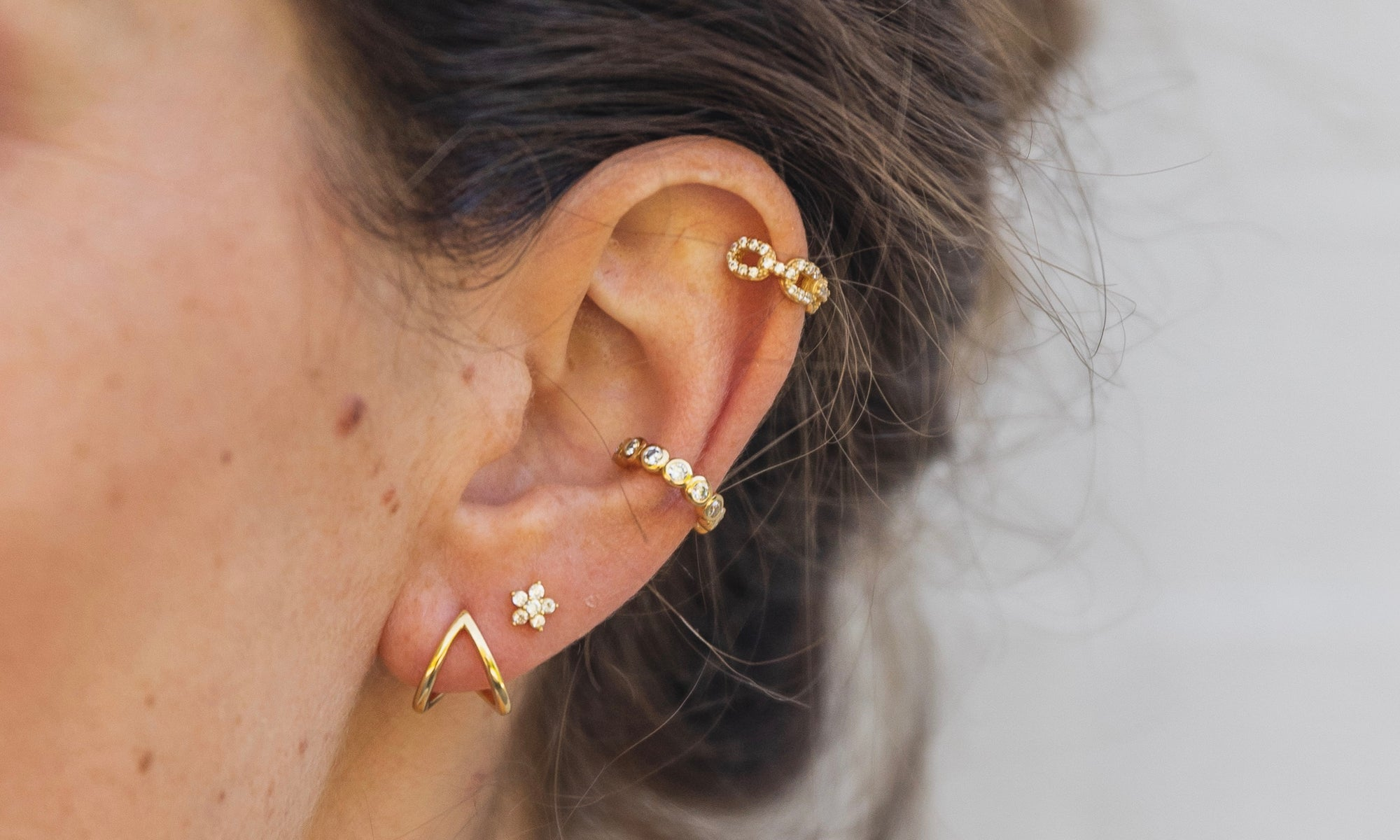How to play around with earrings