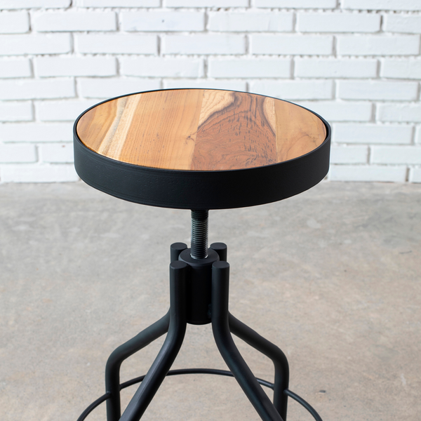 Swivel Nacho Stool