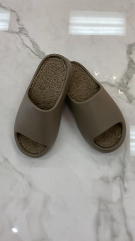KENDALL SLIDES (TAUPE)