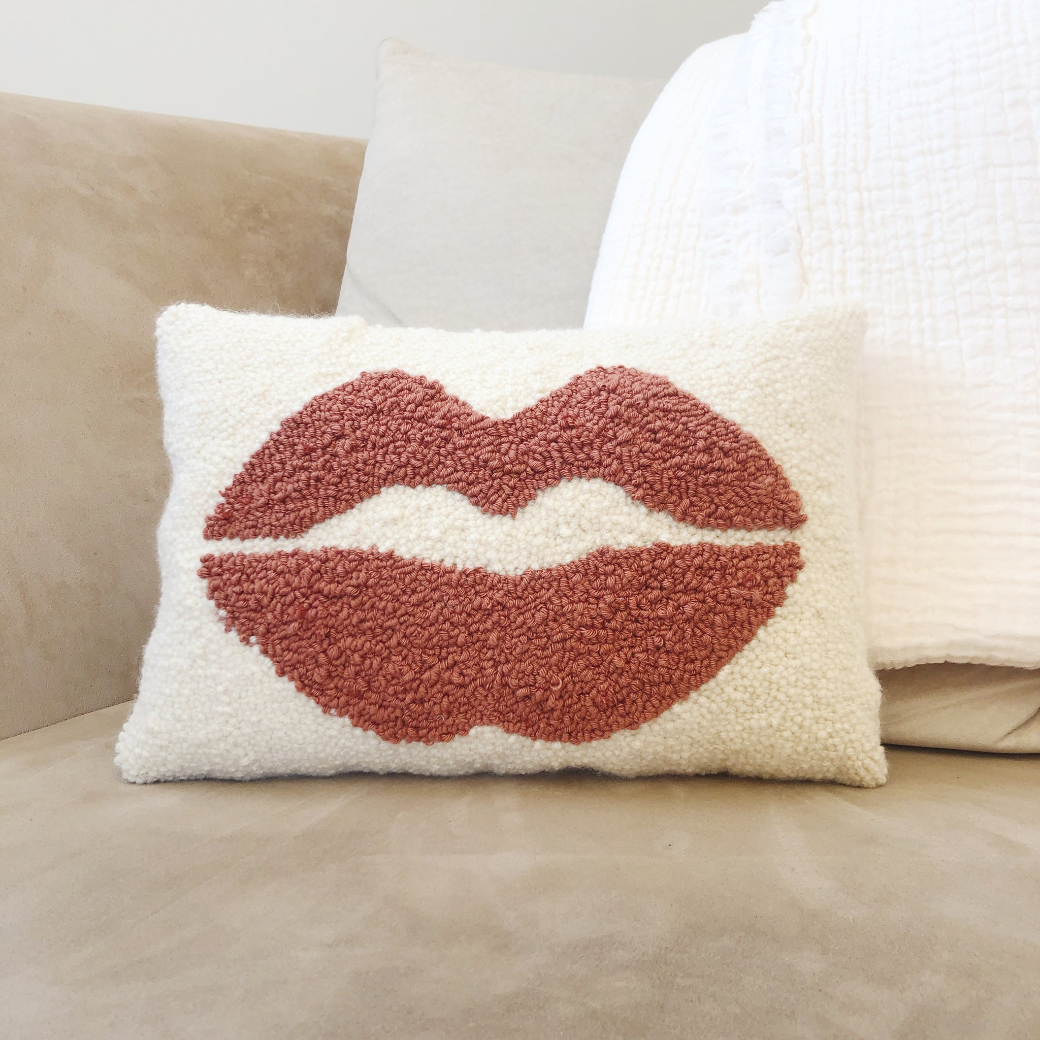Coussin rectangulaire Punch Needle - LIPSTICK - Nude
