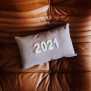 "Coussin rectangulaire ""2021"" - Beige/Gris"