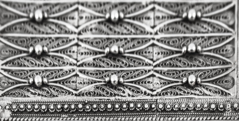 FINE 925 STERLING SILVER HANDCRAFTED PATTERNED & BEADED MATCHBOX ON LEGS