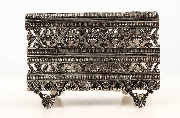 FINE 925 STERLING SILVER HANDCRAFTED ORNATE CHAISED PATTERNED MATCHBOX ON LEGS