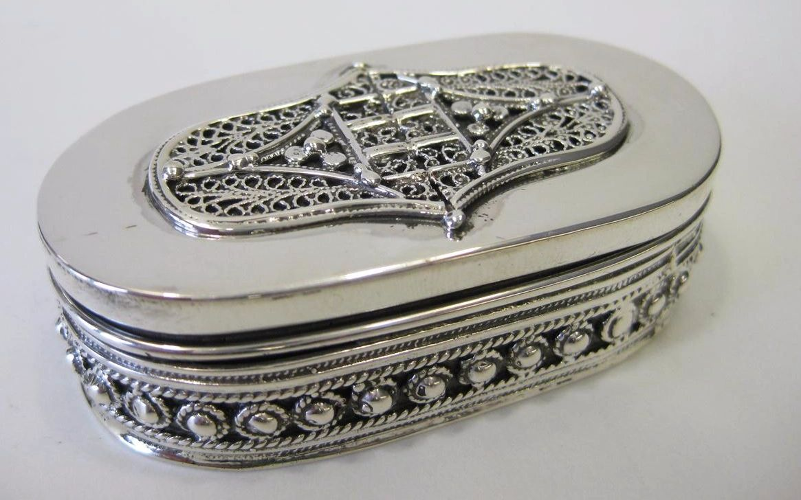 FINE 925 STERLING SILVER LEAF FILIGREE & BEADED OVAL SNUFF SPICE BOX
