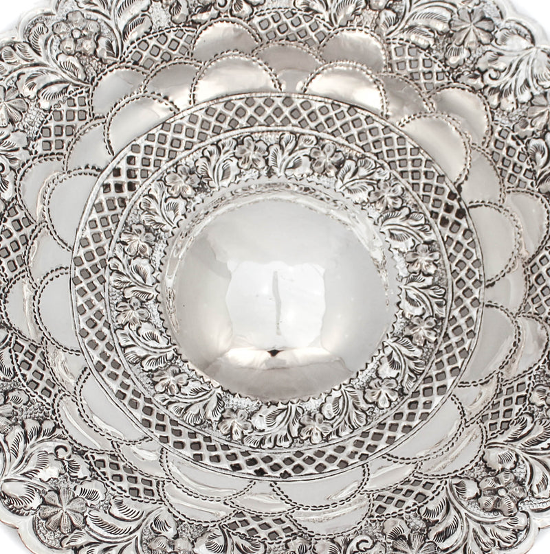 925 STERLING SILVER CHASED ORNATE FISH SCALE DESIGN FLORAL APPLIQUE ROUND DISH