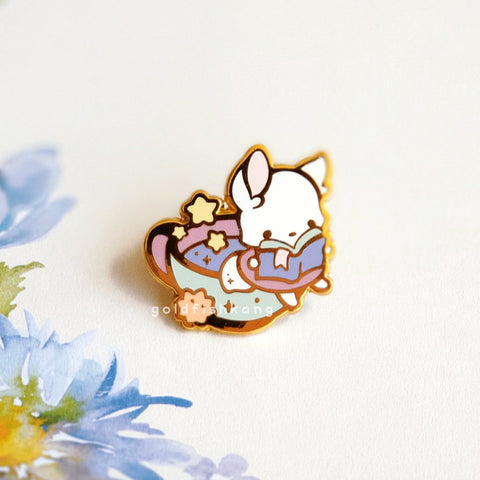 Reynard Manor Pin: Luna the Bookworm - Goldfishkang