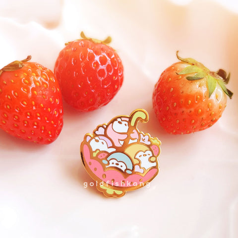 Pingwins Enamel Pin: Strawberry Season