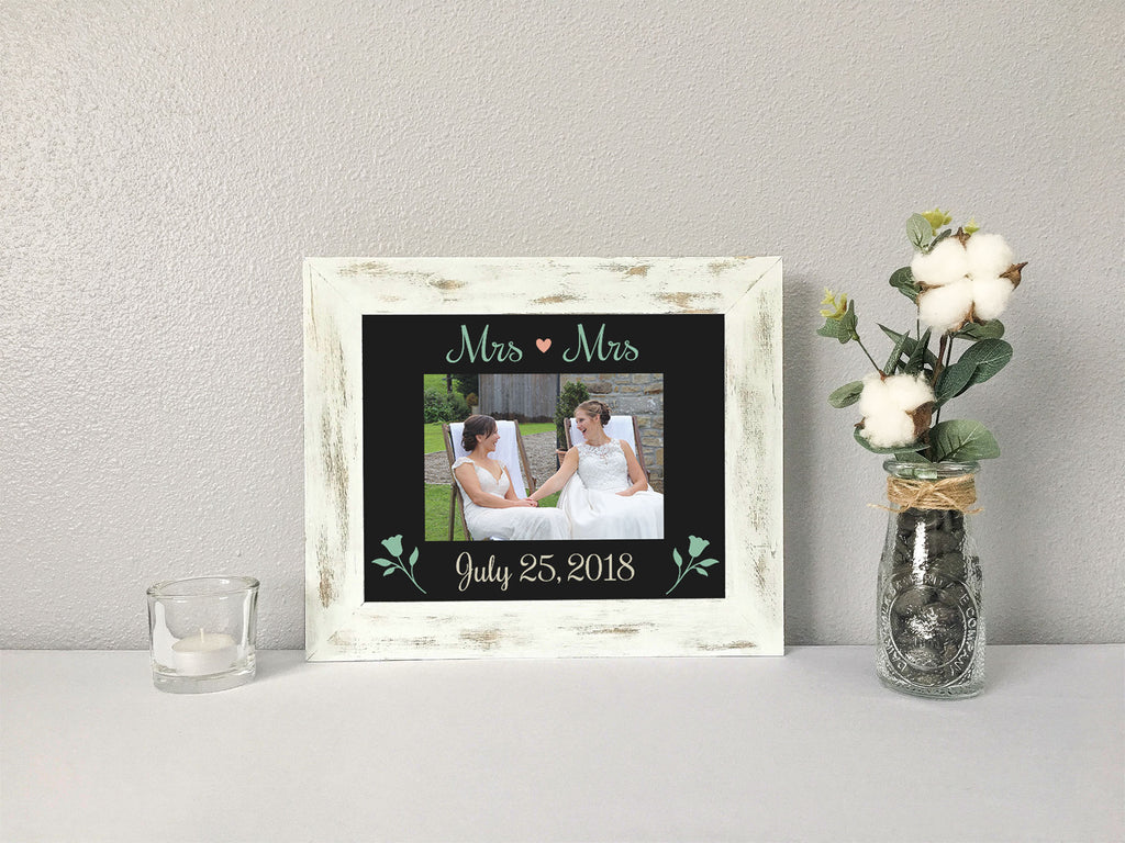"""Mrs Mrs"" Personalized Wedding Date with Flowers, Black Photo Mat"