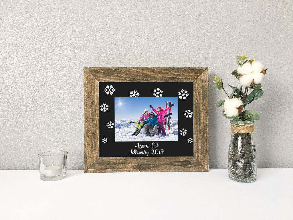 Winter Vacation with Snowflakes, Location and Date, Personalized Black Photo Mat