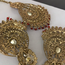 Load image into Gallery viewer, Antique gold red bead tikka earrings set