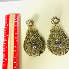 Load image into Gallery viewer, Antique gold statement strand earrings
