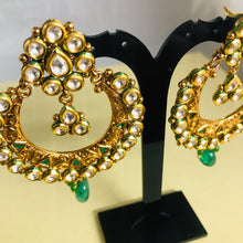 Load image into Gallery viewer, Gold kundan green bali earrings Indian jewellery