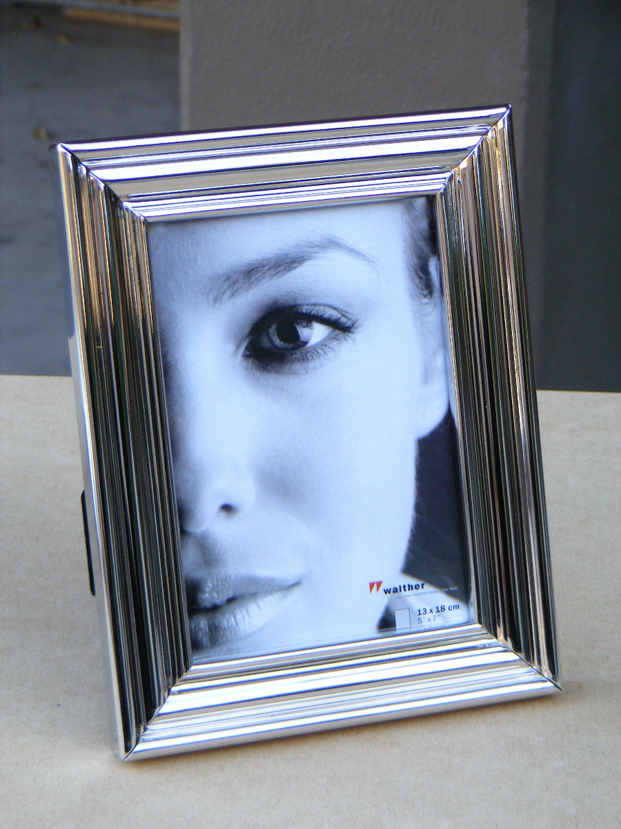 Lara2 ridged metal photo frame 10x15cm / 6x4