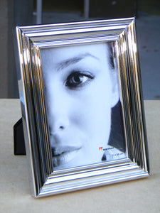 Lara2 ridged metal photo frame 10x15cm / 6x4""