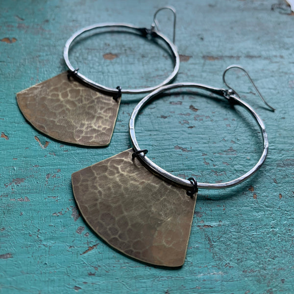 Mezzaluna Earrings - med silver hoop, hammered light brass