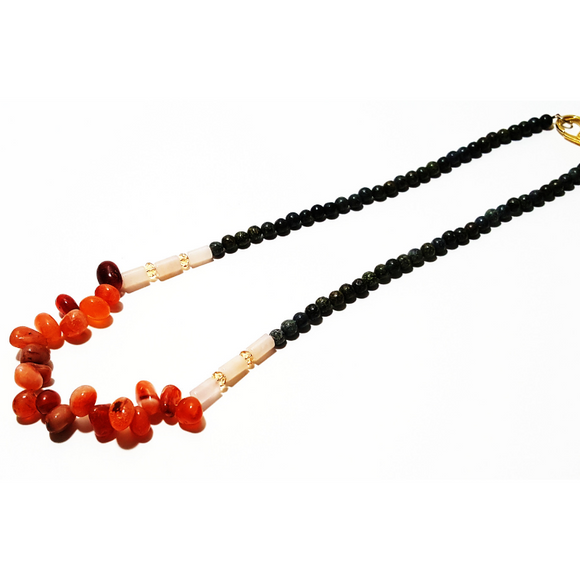 Necklace in carnelian and serpentine russ