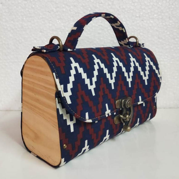 Handbag made of pine wood