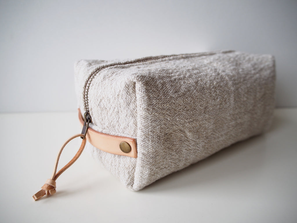 Linen Wash Bag (M) - Plain / Natural Leather