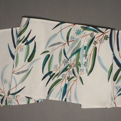 Tuart Leaves Table Runner
