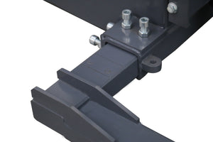 Adjustable base leg for electric stacker for straddling pallets - outriggers