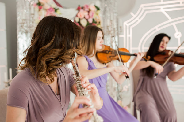 classical girl band performs at wedding