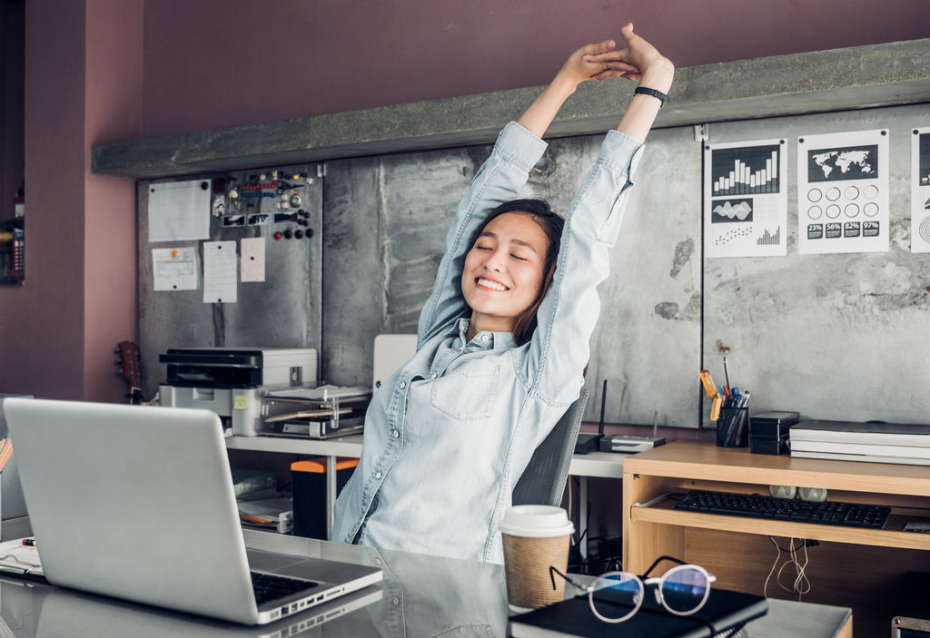 girl doing deskercises