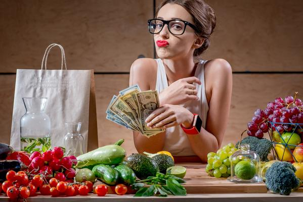 women considering grocery budget
