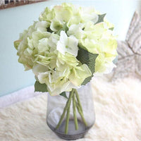 What are the characteristics of high-end artificial flowers?