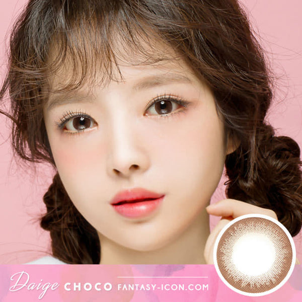Daisy Chocolate Brown Contacts for Hperopyia - farsightedness model