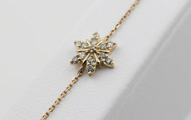 14kt Yellow Gold Bracelet with Beautiful Flower Shape Round Diamond Pendent - 70592